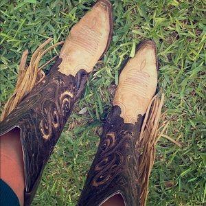 *Rare* Coral fringe boots